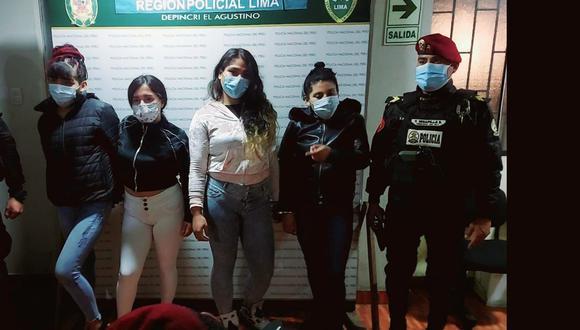 Tres mujeres y un varón, que tienen entre 18 y 22 años, integran la banda 'Las Diablas', que se dedican al robo con la modalidad del cogoteo en las inmediaciones del Puente Nuevo, en El Agustino. (Foto: PNP)