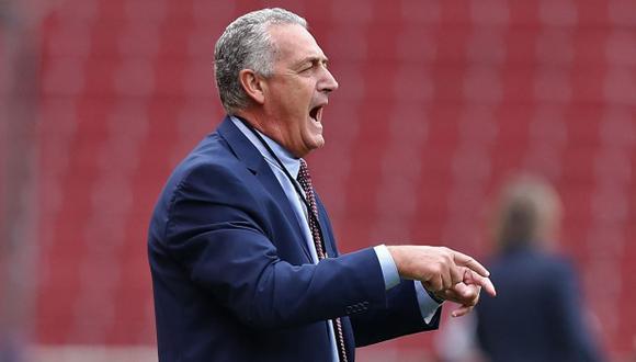 Gustavo Alfaro lamentó la caída contra la selección peruana en Eliminatorias. (Foto: AFP)