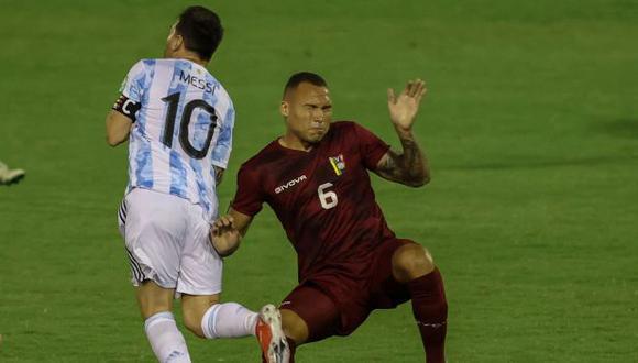 Adrián Martínez se pronunció después de la falta contra Lionel Messi. (Foto: AFP)