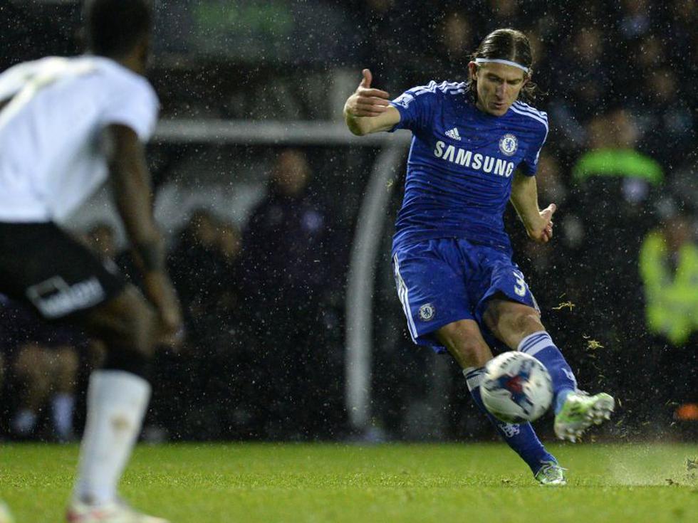 Chelsea: Tremendo golazo de tiro libre de Filipe Luis ante el Derby County [VIDEO]