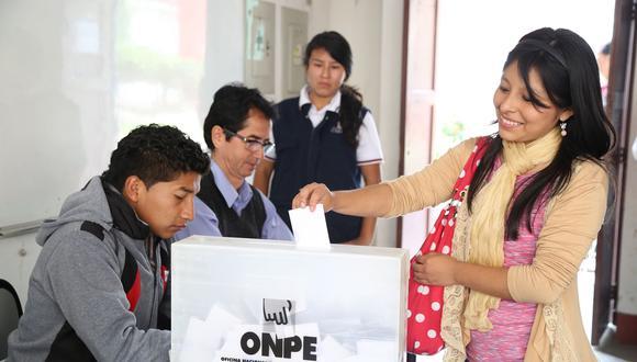 La ONPE informó que los miembros de mesa que cumplan su labor recibirán un pago de S/120 soles, y otros S/120 si la vuelven a realizar en una eventual segunda vuelta. (Foto: ONPE)