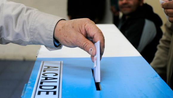 Este sábado 10 y domingo 11 de abril se realizarán las elecciones municipales en todo el territorio de Chile. En esta nota de EL BOCÓN conocerás todos los detalles de la jornada electoral.