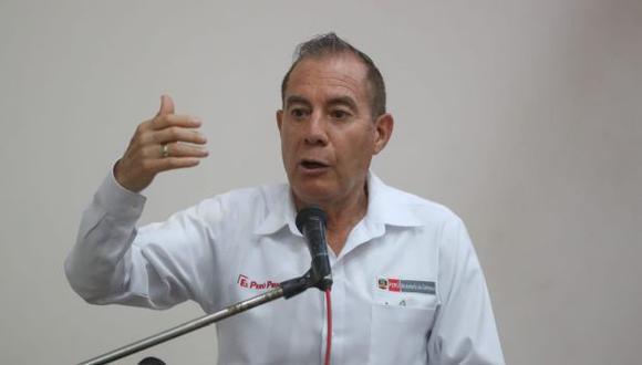 El primer ministro, Walter Martos, instó a la población a no acudir a las agencias bancarias para evitar aglomeraciones. (Foto: GEC)