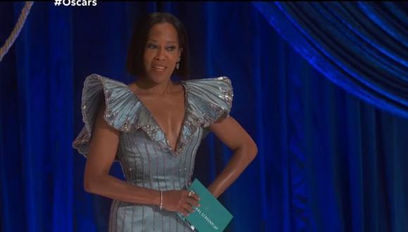 Regina King sufrió un incidente antes de iniciar su discurso de bienvenida en los premios Oscar 2021. (Foto: Captura TNT).