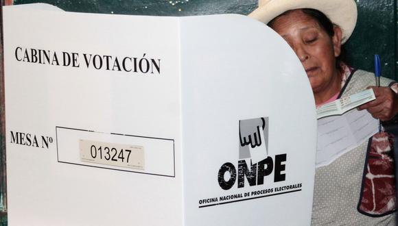 Las Elecciones Generales 2021 en Perú se realizarán en medio de la pandemia de COVID-19, por lo que se establecieron protocolos de seguridad para evitar el contagio. (Foto: AFP)