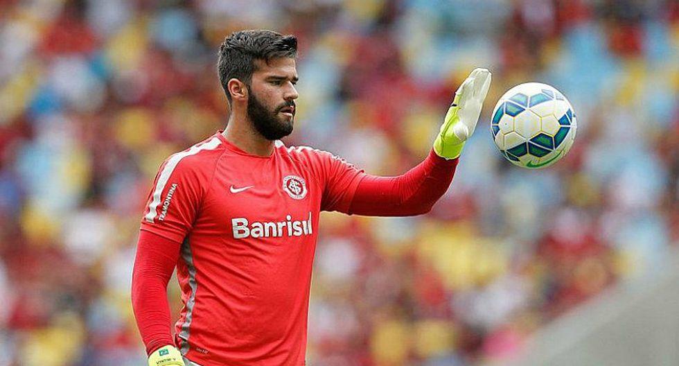 Portero titular de la selección de Brasil en la mira de Liverpool y PSG