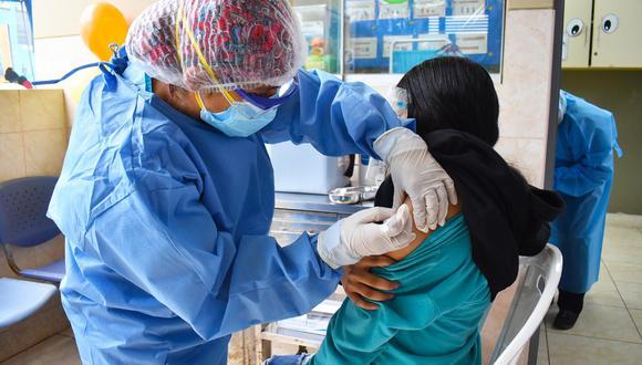 Las personas de este grupo vulnerable pueden acercarse a dos puntos en Ventanilla o a los vacunatorios establecidos desde el inicio del proceso de inmunIzación contra el COVID-19. (Foto: Diresa Callao)