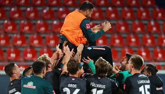 Claudio Pizarro se retiró del fútbol profesional el día en el que Bremen se salvó del descenso. (Foto: AFP)