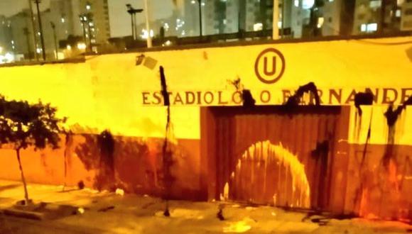 La previa del clásico peruano ya inició y esta madrugada, la fachada del 'Lolo' fue afectada por supuestos barristas del equipo rival.