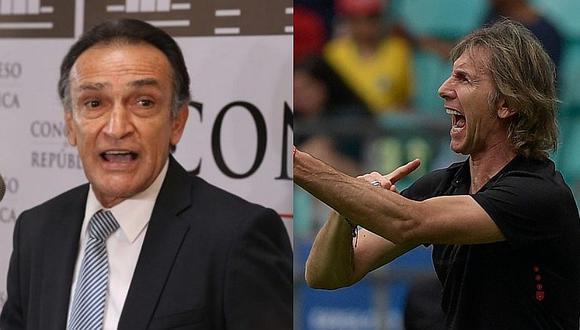 ¿Qué le pasa? Congresista Héctor Becerril dispara contra Ricardo Gareca en pleno partido ante Uruguay   FOTO