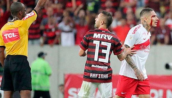 Paolo Guerrero y los gestos obscenos que les hizo a los hinchas de Flamengo tras expulsión   VIDEO