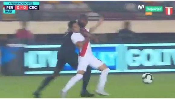 Perú vs. Costa Rica: Terrible falta contra Raúl Ruidíaz que evitó el gol de la bicolor   VIDEO