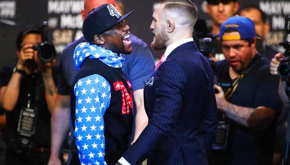 Floyd Mayweather golpea a McGregor tras su derrota en la UFC  (Foto: Orlando Sentinel)
