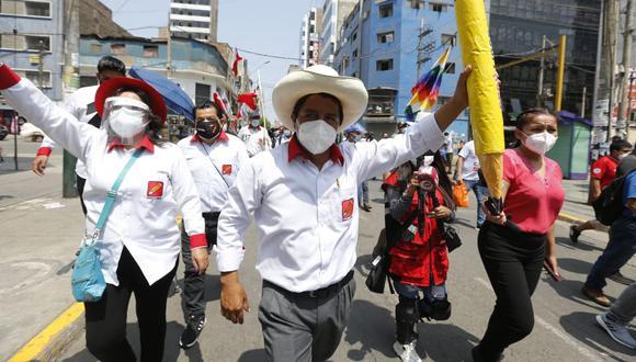 El líder del partido político, Perú Libre, pide no grabar la conferencia que realizaba frente a sus simpatizantes.