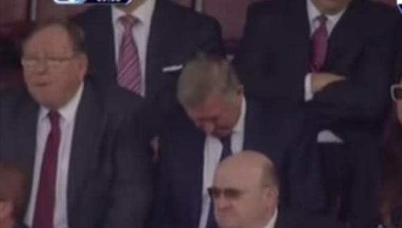 Se durmió Alex Ferguson durante partido del Manchester United? [VIDEO]