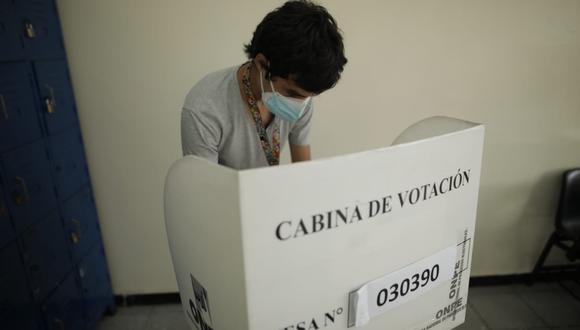 Los ciudadanos que no acudan a votar en las elecciones del 11 de abril sin una justificación válida y los electores que no cumplan con ejercer como miembros de mesa, tendrán que pagar una multa.(Foto: Anthony Niño de Guzmán / @photo.gec)