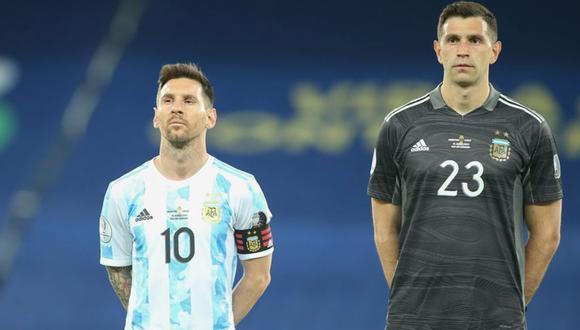 Emiliano Martínez, uno de los que pudo ser deportado, será titular en el Argentina vs Brasil de las Eliminatorias. (Foto: EFE)
