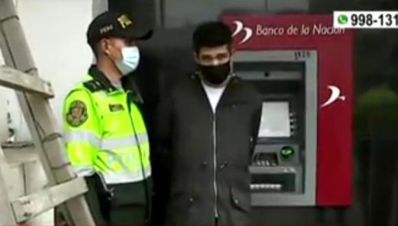 Robo de cajero fue frustrado por policías de la comisaría de Santa Luzmila, en Comas. (Captura: América Noticias)