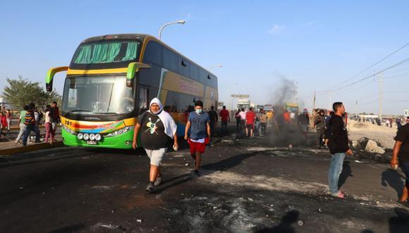 Los manifestantes mantienen bloqueada la Panamericana Sur desde el último lunes. (Foto: Alessandro Currarino / @photo.gec)