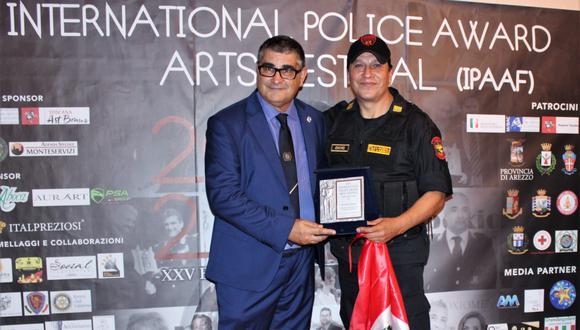 El suboficial superior Richar Chávez Vargas, de la Policía Nacional, fue reconocido por tercera vez, a nivel mundial, como el mejor en su género en un concurso en Italia. (Foto: Marianna Anania)