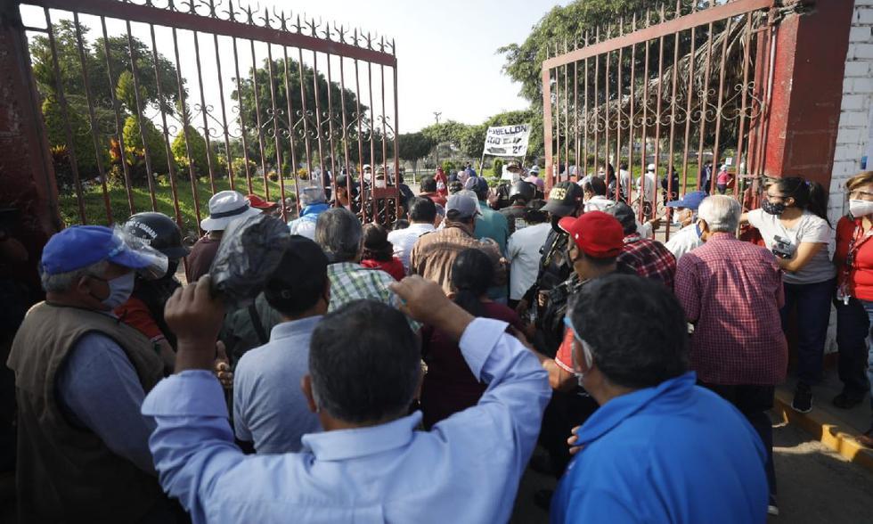 Largas Colas en un centro de votación en San Martín de Porres. (Diana Marcelo/ GEC)