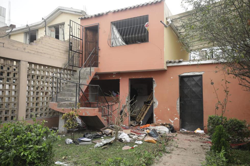 Cuatro heridos, una casa destruida y 10 viviendas afectadas dejó la deflagración producida por un balón de gas, en la urbanización Los Precursores, a la altura de la cuadra 7 de la avenida Los Próceres, en el distrito de Surco. (Foto: Britanie Arroyo/@photo.gec)