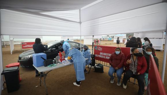 Dos carriles del vacunatorio fueron reabiertos. (Fotos Britanie Arroyo / @photo.gec)