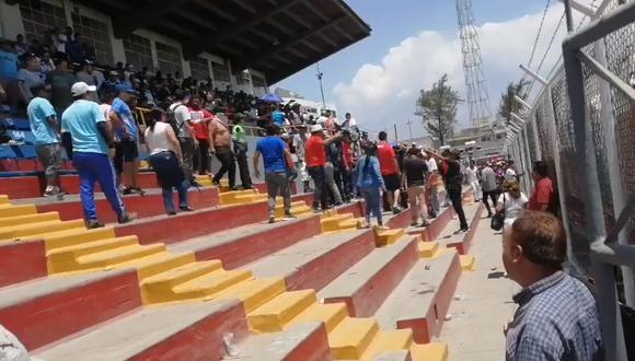 Hinchas de Sporting Cristal y Melgar protagonizan 'bronca' en final del Fútbol Femenino en el estadio Mariano Melgar   VIDEO