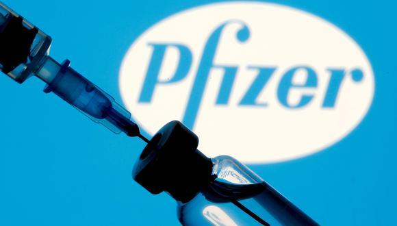 De concretarse la compra de más vacunas de Pfizer y primeras dosis de Moderna se podrá continuar el esquema inmunización de las personas ante el COVID-19. (Foto: Reuters)