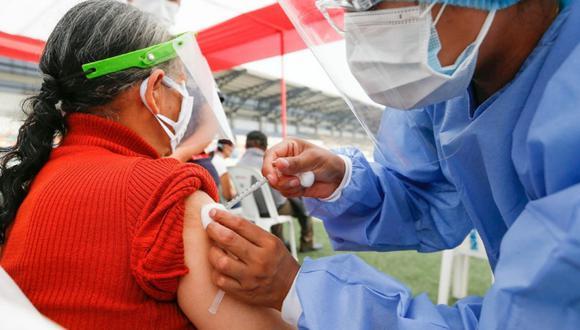 Perú continúa recibiendo lotes de vacunas contra el COVID-19 para la inmunización de la población vulnerable. Foto: Minsa