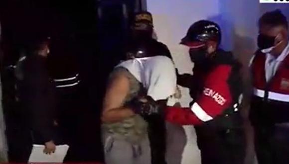 Más de 100 personas fueron intervenidas dentro de local conocido como 'La Capilla' en San Martín de Porres, en pleno toque de queda. (Captura: América Noticias)