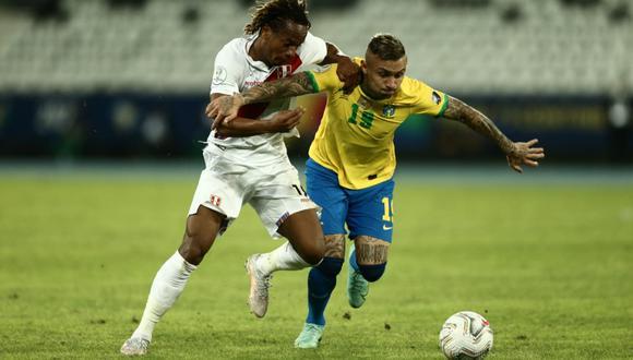 Carrillo, como todos los futbolistas peruanos, no tuvieron un buen partido.