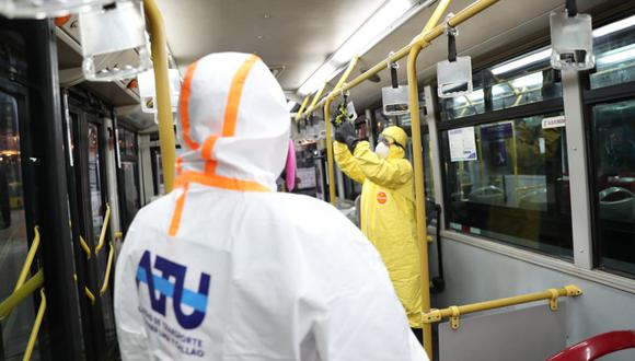 Contraloría informó que tres proveedores sin experiencia exigida fueron contratados para limpieza y desinfección de buses del Metropolitano y Corredores Complementarios. (Foto: Referencial/ATU)