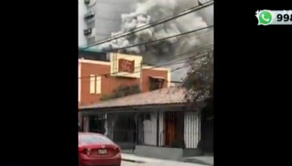 Al menos tres unidades de bomberos acudieron a la zona a controlar la emergencia. Foto: captura Canal N