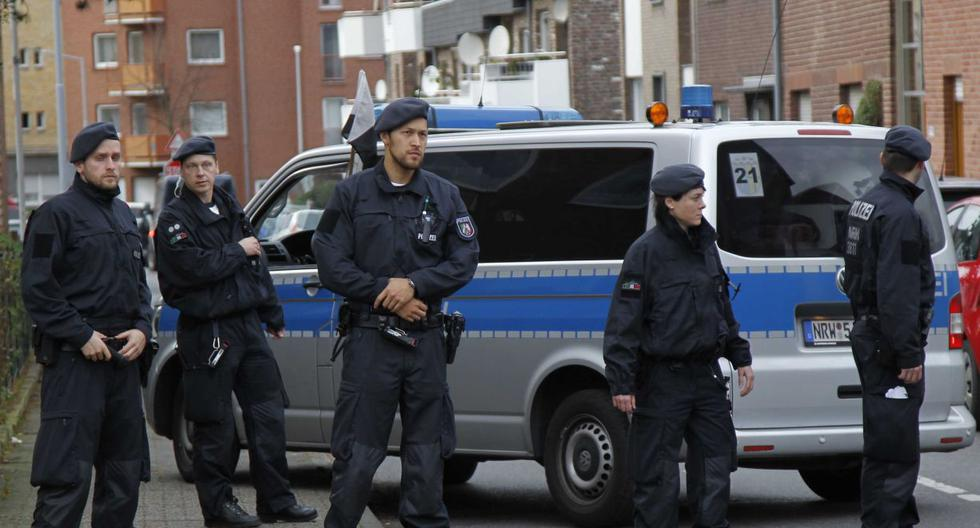 Imagen referencial del 17 de noviembre de varios policías en el oeste de Alemania. (AP/Hermann J. Knippertz).