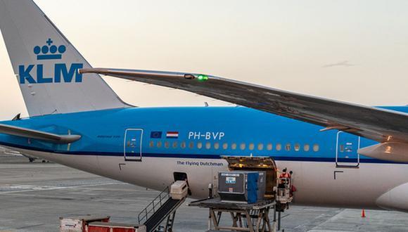 La llegada al Aeropuerto Internacional Jorge Chávez de estas nuevas dosis de Pfizer se produjo alrededor de las 6 de la tarde. (Foto: PCM)