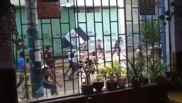 Alianza Lima vs. Cusco, en vivo: barristas de Alianza se enfrentan en exteriores de Matute previo al partido. FOTO: Captura