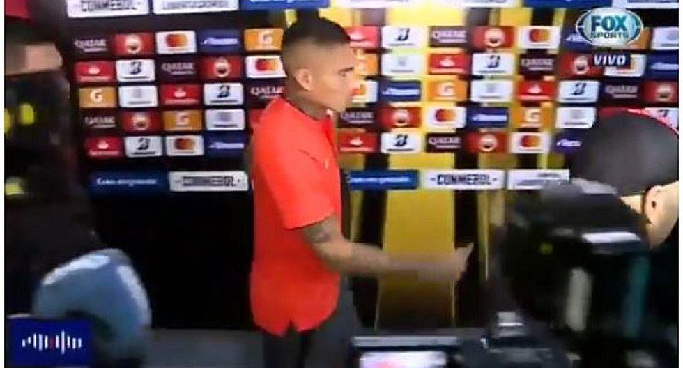 Paolo Guerrero salió cojeando del Estadio Nacional tras sufrir lesión   VIDEO