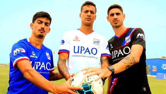 Las tres camisetas de Mannucci para esta temporada.  (Facebook Carlos A. Mannucci)