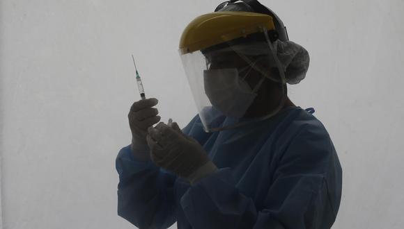El Colegio Médico del Perú (CMP) señaló  que las dos primeras dosis aplicadas son insuficientes para proteger a los médicos. (Foto: GEC)