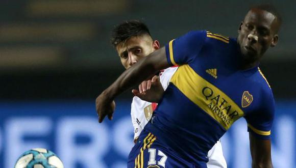 Luis Advíncula fue titular y jugó 62 minutos ante River Plate. (Foto: AFP)