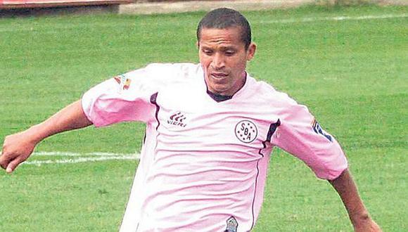 Falleció el exfutbolista Carlos 'Kukín' Flores en San Miguel