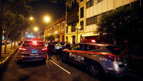 La Policía y las Fuerzas Armadas son las encargadas de vigilar que se cumpla el toque de queda por la pandemia del COVID-19. (GEC)