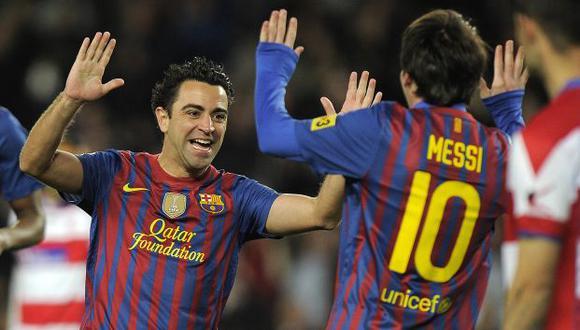 Xavi Hernández y Lionel Messi fueron compañeros en Barcelona durante once temporadas. (Foto: AFP)
