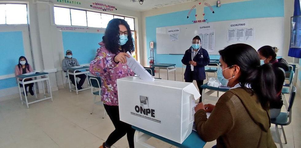Los votantes deberán usar de manera obligatoria una mascarilla al ir a votar este 11 de abril. (Foto: ONPE)