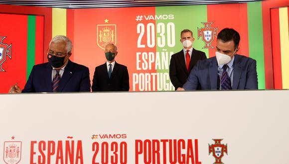 España y Portugal suscribieron un acuerdo para el lanzamiento de la candidatura conjunta de ambos países al Mundial 2030, con el respaldo institucional sus máximas autoridades. (Foto: EFE)