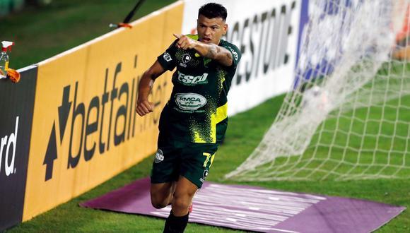 Universitario cayó derrotado 3-0 por Defensa y Justicia en el estadio Norberto Tomaghello. (Foto: Twitter)