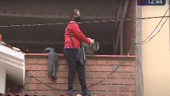 Sara Salas Carpio (71) se atrincheró en lo que ella considera su vivienda y amenazó con hacer explosionar un balón de gas. (Captura de Canal N)