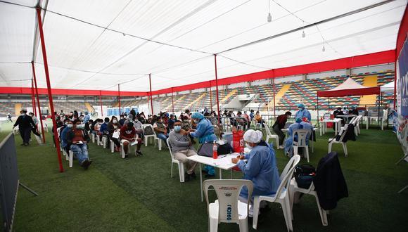 El Ministerio de Salud informó que se logró inmunizar a más de 600 mil personas en la sétima vacunatón . (Foto: Fernando Sangama)