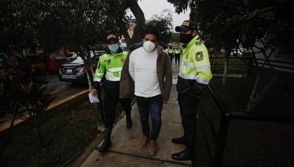 Detienen al alcalde del Rímac, Pedro Rosario Tueros en la comisaría de la Huayrona. Foto: César Grados/@photo.gec